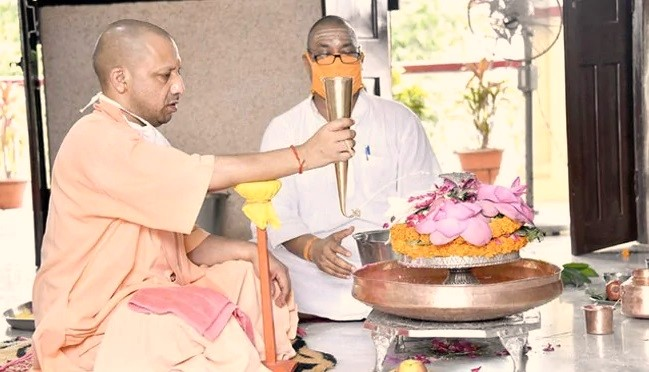 Yogi Adityanath, And Enthusiasts Offer Prayers To Lord Shiva On Their Auspicious Holy Occasion, 'SAWAN SOMWAR'