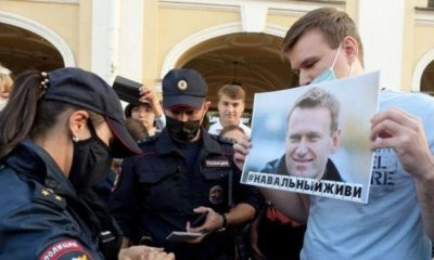 Alexie Navalny, Doctors say Putin critic can't be moved to Germany