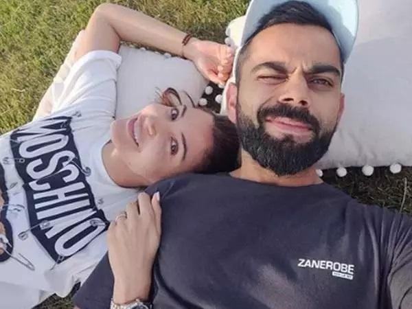 Anushka Sharma and Virat Kohli Selfie 5