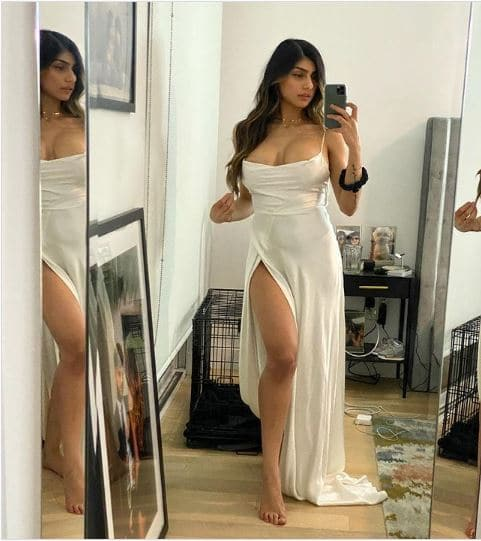 Top 5 Insanely Hot And Sexy Posts Of Mia Khalifa 4