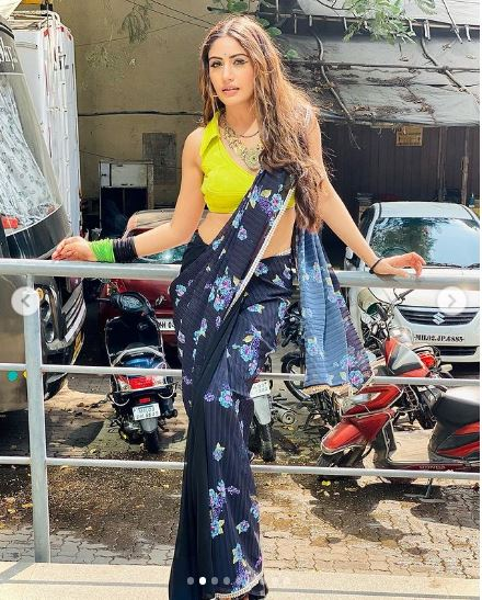 neon saree styles from Naagin Surbhi Chandna 2
