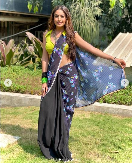 neon saree styles from Naagin Surbhi Chandna 3
